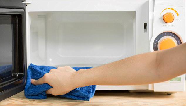Как да почистим микровълновата печка вкъщи